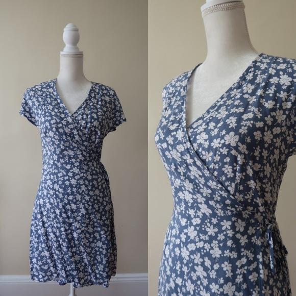 6f75abc8c7861 H&M Dresses & Skirts - H&M Divided Floral Wrap Dress, Periwinkle Blue ...